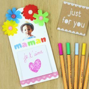 Ce mémo à fleurs est un cadeau idéal, que ça soit pour la Fête des mères, pour Noël comme pour la Fête des pères et des grands-mères. C'est un cadeau utile personnalisable que tout le monde adorera.