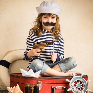Fiche d'activité détaillée pour fabriquer une moustache de pirate pour se déguiser ou pour le carnaval. Moustache de pirate en papier