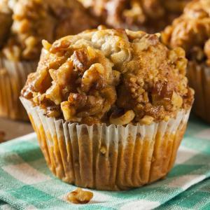 Une nouvelle recette de muffins aux raisins et aux noisettes. Cette recette est à déguster à l'occasion du goûter, du petit déjeuner ou d'un brunch. Ces délicieux muffins raisin noisette acc