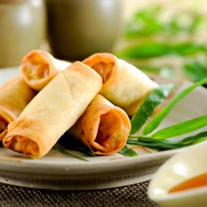 Les nems aux légumes font partie des recettes les plus classiques de la cuisine chinoise. Retrouvez notre recette pour réaliser vos nems aux légumes.