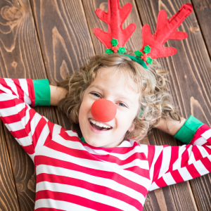 A l'approche de Noël 2019, retrouvez nos idées de bricolage et activités pour préparer cette fête magique avec votre enfant. C'est l'occasion de fabriquer un calendrier de l'avent, vos décorations de Noël mais aussi d'imprimer des coloriages, des chansons