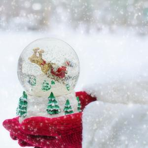 Et s'il était bon pour notre moral de renouer avec les Noel magiques de notre enfance ? Croire au Père Noël, croire que tout est possible (par certain mais possible) par ce que cette nuit de Noel est magique, pourquoi serait