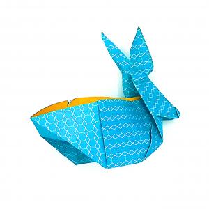 Découvrez comment faire un lapin de Pâques en origami : une activité parfaite pour Pâques avec les grands enfants afin de travailler leur minutie.