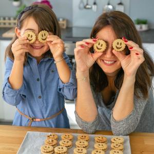 La box Ookies permet de recevoir tous les mois une recette et tous les ingrédients pour la réaliser facilement en famille. Le projet d'Ookies : permettre aux familles de consacrer des moments de complicité à travers une activité aussi amusante que