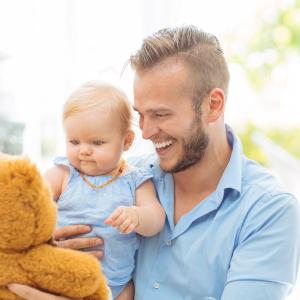 L'origine de la Fête des Pères remonte au XX siècle et s'inspire de l'histoire de Sonora Louise Smart Dodd et de son papa William Jackson Smart.