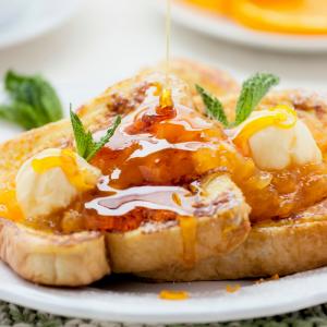 Recette du pain perdu kiwi orange à faire en automne et en hiver pour toute la famille. Un pain perdu délicieux avec des fruits frais de saison qui plaira aux petits comme aux grands. C'est une recette de pain perdu rapide à faire et aussi très facile.