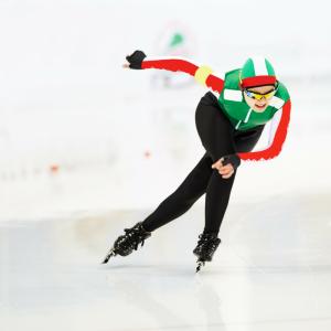 Le patinage de vitesse est une épreuve de patinage où les pratiquants tentent de parcourir une distance donnée le plus rapidement possible avec des...