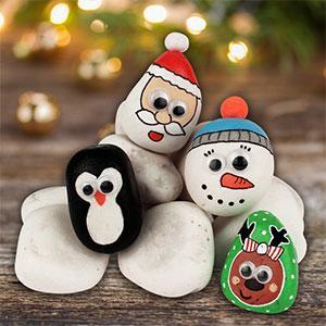 Un tuto pour apprendre à décorer des galets pour Noël