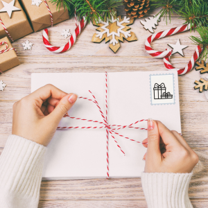 Des faux timbres pour le courrier de Noel de votre enfant ou pour le bricolage - des timbres de décoration pour le bricolage des enfants en noir et blanc à colorier avec vos enfants.