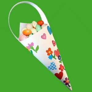 Cette pochette décorée de gommettes printanières rendra de nombreux services pour présenter les oeufs de Pâques, pour réaliser une décoration de table ou pour offrir des bonbons, des oeufs en chocolat ou un petit cadeau. La pochette décorée de go