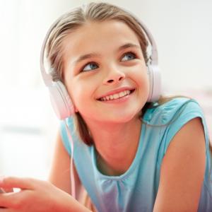 Vous cherchez un Podcast enfant ? Voici une sélection d'émissions à écouter ou ré-écouter à destination des enfants de 4 à 15 ans.