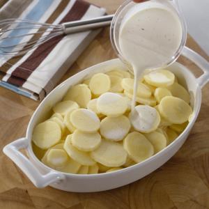 Recette des pommes de terre à la crème : Une recette classique de pommes de terres à la crème, les petits comme les grands rafolent des pommes de terre moelleuses.