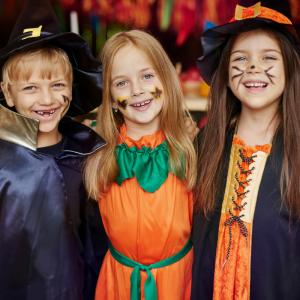 Vous trouvez qu' Halloween est une fête trop commerciale ? Vous vous demandez pourquoi en France nous fêtons Halloween ? Retrouvez nos infos sur les origines d'Halloween et les raisons de son succès en France et partout dans le monde.