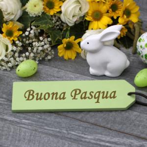 traditions de Pâques en Italie En Italie Un prêtre bénit les oeufs de Pâques que les maîtresses de maison ..