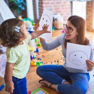 L'Ècole maternelle est une Ècole, un lieu d'Èducation et d'apprentissage avec des objectifs prÈcis. Tout y est donc organisÈ pour que l'enfant agisse et participe : l'espace, le temps et les situation