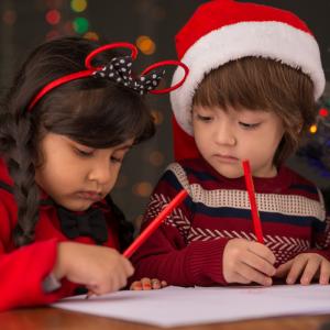 A l'approche des fêtes de fin d'année, écrire la lettre au Père Noël est un moment incontournable pour nos enfants. Vous pouvez faire parvenir la lettre de votre enfant au service concerné à partir du 09 novembre et jusqu'au 22 décembre !