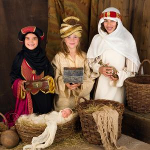 Les cadeaux des rois mages? Gaspard, Melchior et Balthazar ont pris la route en direction de Bethléem lorsqu'ils apprirent la naissance de l'enfant Jésus dans le but de rendre hommage à ce dernier. Faites découvrir à vos enfants qui sont les rois mages.