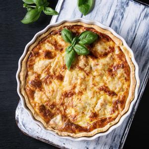Une recette aux trois variétés de fromage : Gruyère, Tomme et Edam. La pâte feuilletée lui apporte un peu de légèreté. Une recette illustrée pour les parents