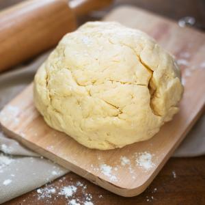 La pâte sablée est une base incontournable de la pâtisserie et de la cuisine. Sans pâte sablée pas de tartes, de quiche ou autres préparations du même type. Recette illustr&eacut