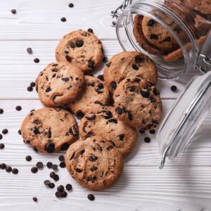 Cette recette de cookies est délicieuse et sans sucre ! Une bonne recette de cookies facile et rapide à réaliser. Les enfants amateurs de chocolat et de sucrerie adoreront cette recette de cookies healthy.
