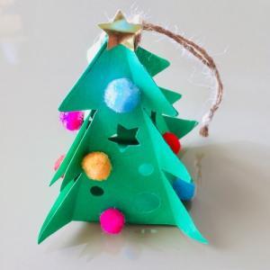 Tuto pour réaliser un sapin de Noël en papier à suspendre