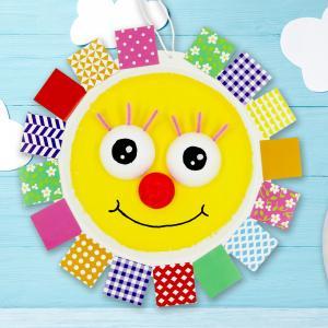 Avec une assiette en carton, des mosaïques colorées en papier, un peu de peinture et des demi-boules en polystyrène les enfants fabriqueront des soleils trop mignons pour apporter un peu de gaieté à la maison ou dans la salle de classe.    Peinture e