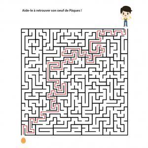 Un jeu de labyrinthe à imprimer sur le thème de Pâques