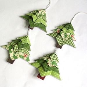 Découvrez une sélection d'origami de noel simple à réaliser avec vos enfants et qui pourront servir de décorations pour la repas de Noel.