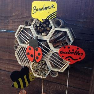 Comment fabriquer un hôtel à insectes pour les enfants