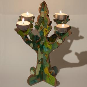 Un tuto pour les plus petits pour décorer un chandelier sapin