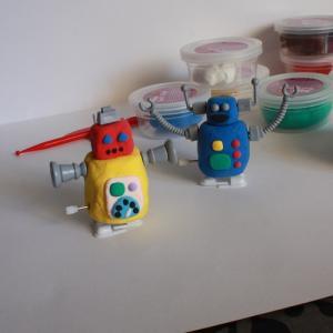 tuto bricolage enfants petit robot à friction fête des pères