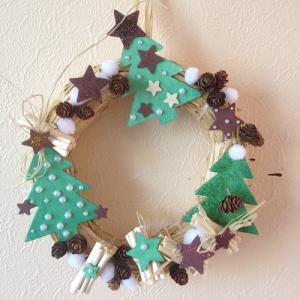 Un tuto pour réaliser une couronne de Noël en famille
