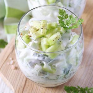 Recette Verrine concombre tzatziki. Une recette parfaite pour les adultes et les enfants. Une verrine fraiche parfaite pour l'entrée