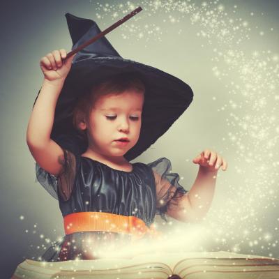 Retrouvez notre sélection des 10 meilleures histoires d'Halloween en vidéos. Des contes et légendes contés pour le plus grand plaisir de vos petits monstres