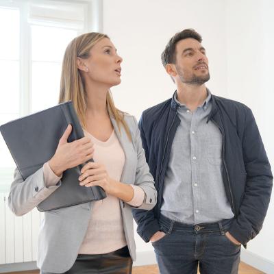 Agent : Mot du glossaire Tête à modeler. Un agent est une personne qui travaille pour une administration ou une entreprise.  Activités associées.