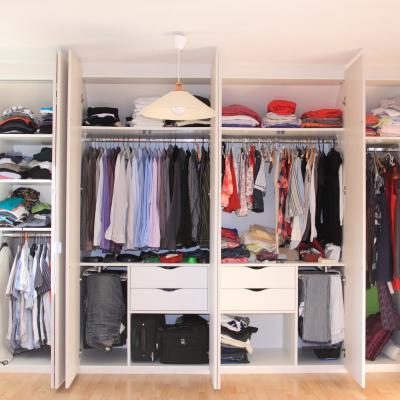 Armoire : Mot du glossaire Tête à modeler. Une armoire est un meuble haut et fermé   Activités associées