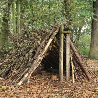 Abri : Mot du glossaire Tête à modeler. Un abri est un endroit permettant de se protéger. Il existe des abris temporaires comme des cabane et des abris fixes comme les maisons.