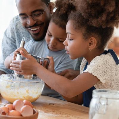 Activité Chandeleur afin de pouvoir occuper vos enfants sur le thème de cette fête qui tombe le premier week-end de l'année. C'est l'occasion de manger des crêpes mais aussi de proposer aux enfants des tas d'idées d'activités à faire en famille. S