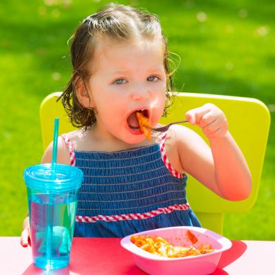 Les aliments et boissons que nous mangeons sont scindés en petits éléments au cours de la digestion. Ces petits éléments s'appellent les nutriments.