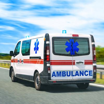 Ambulance: Mot du glossaire Tête à modeler. Une ambulance est un véhicule qui sert à transporter les malades et les blessés.  Activités associées.