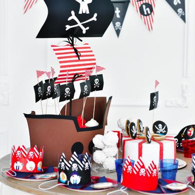 Anniversaire de pirate : pour vous aider à organiser un anniversaire de PIRATES, Tête à modeler vous propose une sélection d'idées, de déguisement, de cartes d'invitation, de gâtea