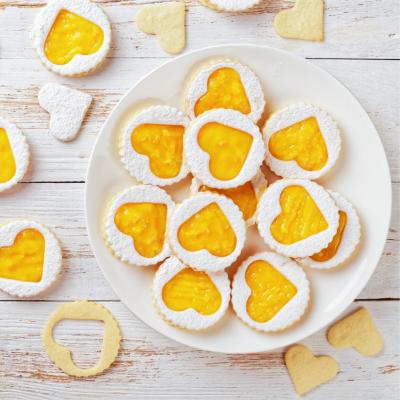 Le biscuit à la confiture au citron est une recette facile et gourmande que les enfants adorent. Retrouvez la recette sur le site.