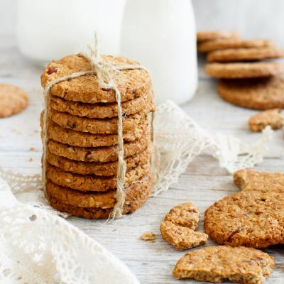 Une très bonne recette de petits biscuits à la vanille. La crème fraîche et la levure donne de la légèreté à ces biscuits à la vanille. Les enfants sont vite