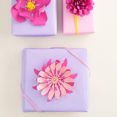 Boite à gros mots décorée de fleurs gommettes