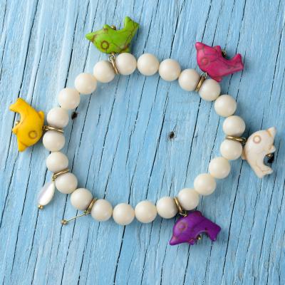 Fabriquer un bracelet avec des perles poisson et des perles de rocailles