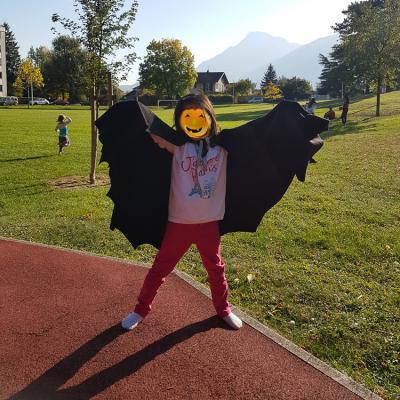 Comment réaliser une cape chauve-souris pour se déguiser à halloween