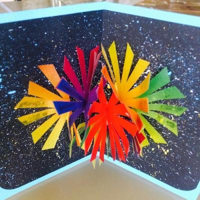 fabriquez une carte d'invitation pour la Fête nationale grâce à notre sélection de cartes feu d'artifice.