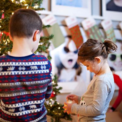 Les françaises aiment préparer Noël de plus en plus temps ! Déco, animations, recettes : suivi tous nos conseils pour anticiper les activités à faire et préparez à vos hôtes un réveillons aux petits oignons.