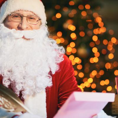 Vous n'y croyez peut-être pas, et pourtant, il est tout à fait possible d'envoyer une lettre au Père Noël. Et encore plus incroyable, ce d...