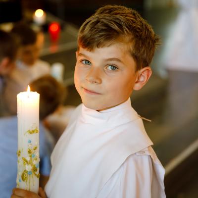 Des idées pour préparer la communion, les dragées de la communion, le repas de communion. La communion de votre enfant approche et vous ne savez pas encore quelle solution adopter pour présenter les dragées ou pour décorer la table du repas de communion ?